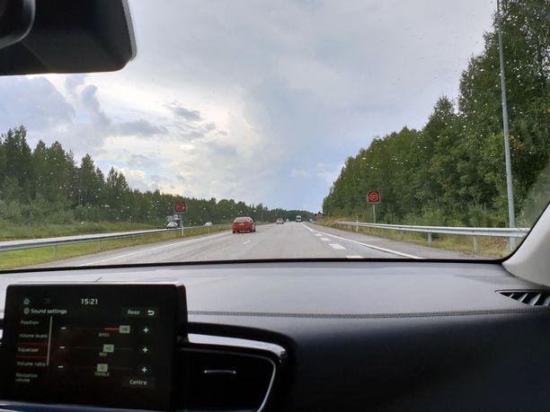 Muuttuvien nopeusrajoitusten moottoriteillä talviaika tulee voimaan kelien mukaan siirtymäajan puitteissa.