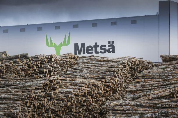 Lakot uhkaavat metsäteollisuutta. Metsä Groupin Äänekosken biotuotetehdas on yhtiön mukaan pohjoisen pallonpuoliskon suurin puuta jalostava laitos, joka valmistaa sellua ja muita biotuotteita.