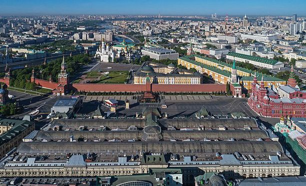 GUM-tavaratalo Moskovan keskustassa on evakuoitujen rakennusten joukossa.