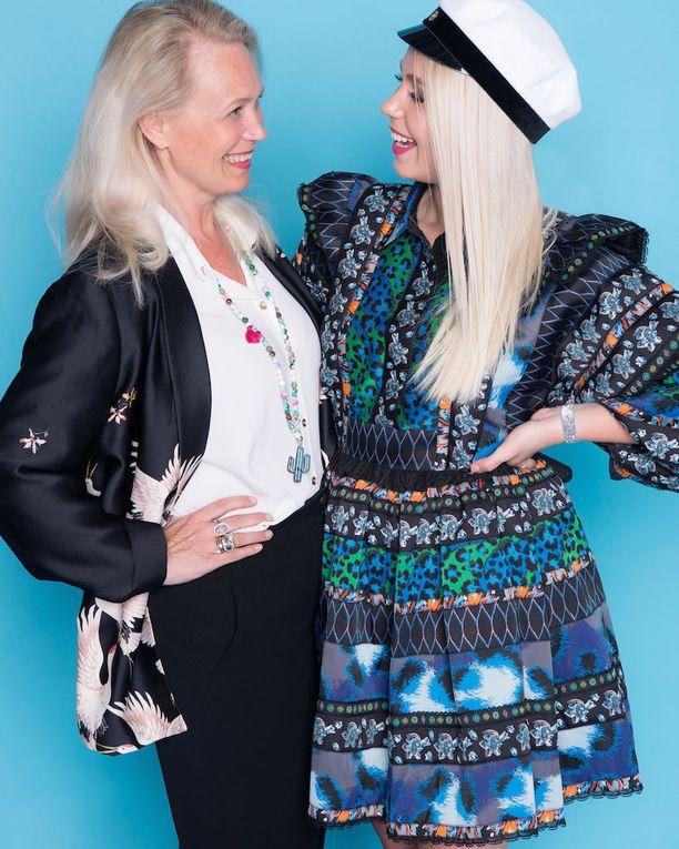 Olivian taiteilijaäiti Johanna Oras yllättyi tyttärensä opiskeluhaaveista.