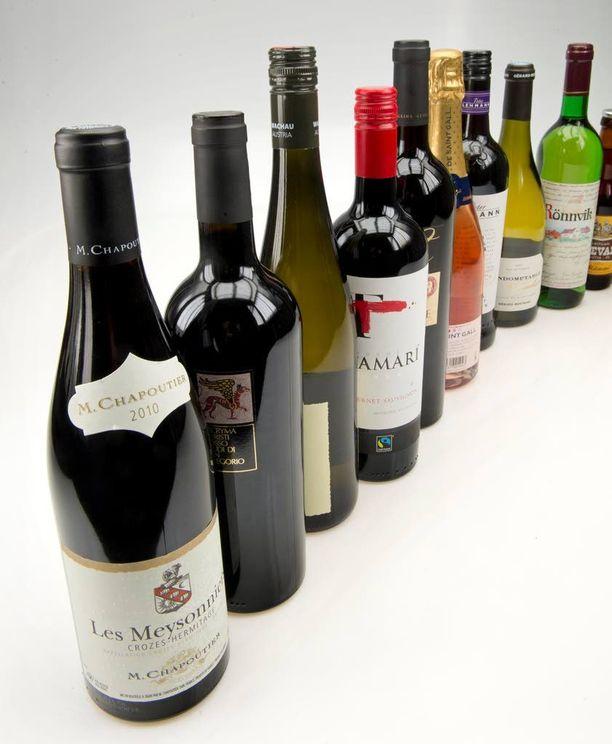 Viinikerho keskittyi keskimääristä hieman hintavampiin tilaviineihin. Kuvassa Alkon takavuosina kansanedustajille toimittama lahjaviinivalikoima.