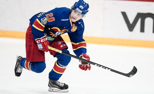 Eeli Tolvanen pelasi huiman KHL-kauden Jokereissa - ja jatkaa pelejä nyt NHL:ssä, Nashville Predatorsissa.