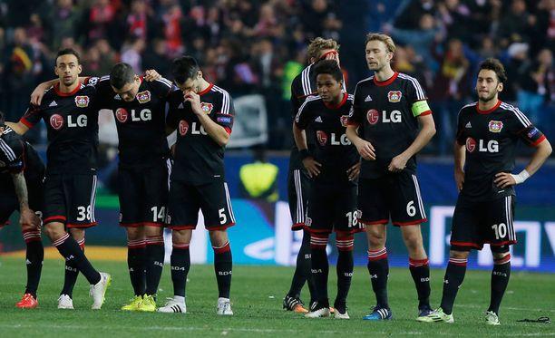Leverkusenin kannattajat latelivat melkoisia törkeyksiä Atletico Madridin ultraryhmälle.