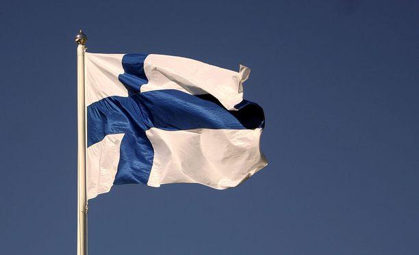 Suomen satavuotispäivänä useilla paikkakunnilla järjestetään sankarihaudoille kunniavartiostoja.