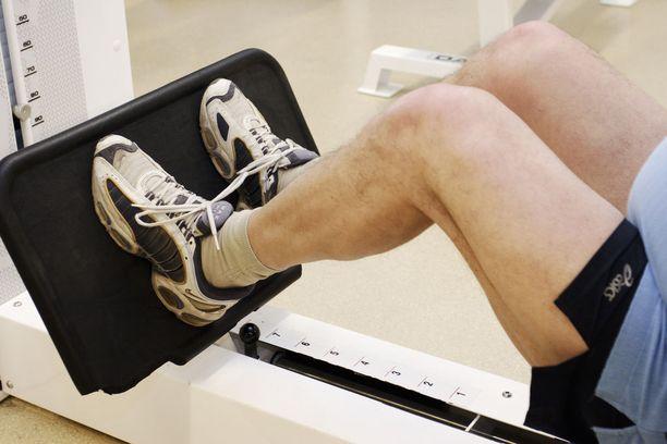 Jopa yksi jalkoihin kohdistuva voimaharjoitus viikossa auttaa ylläpitämään ikääntyneiden toimintakykyä.