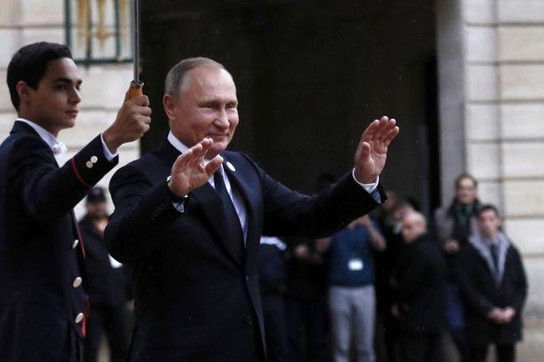 Presidentti Vladimir Putin osallistui muiden valtiojohtajien ensimmäisen maailmansodan päättymisen juhlallisuuksiin Pariisissa.