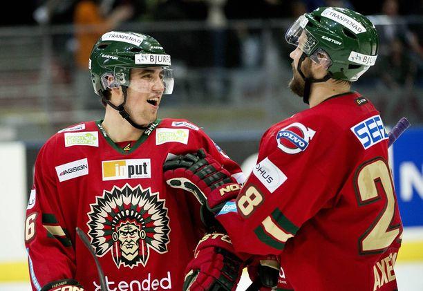 Eerik Gustafsson (vas.) on pelannut viime vuoden Ruotsin liigassa. Vuonna 2014 Gustafsson pelasi Frölundassa.