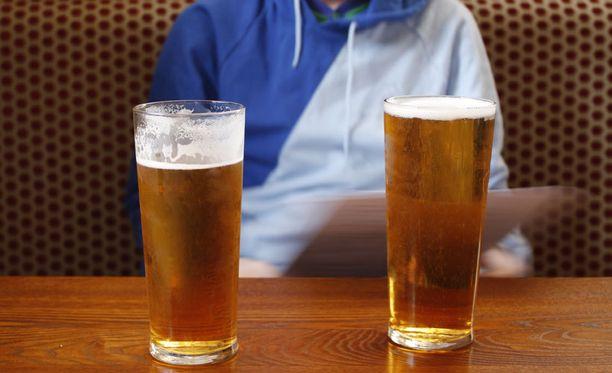 Helppo saatavuus lisää alkoholin riskikäyttöä.