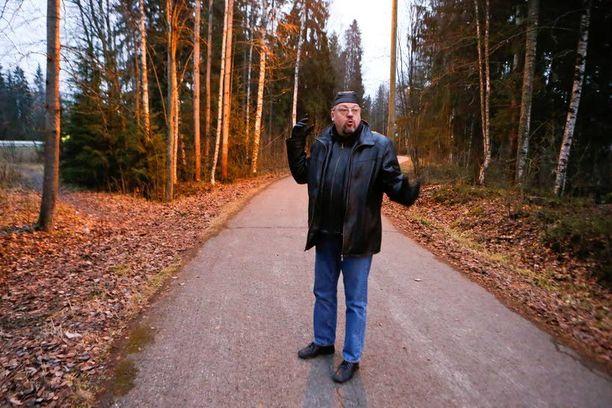 Rikoskomisario Jari Kinnunen johtaa Markku Mallatin henkirikosjutun tutkintaa. Tältä paikalta Mallat löydettiin surmattuna huhtikuussa 1996.