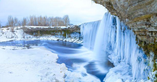 Luonnon ihmeitä: tältä näyttävät Jägalan kuulut vesiputoukset talvella.