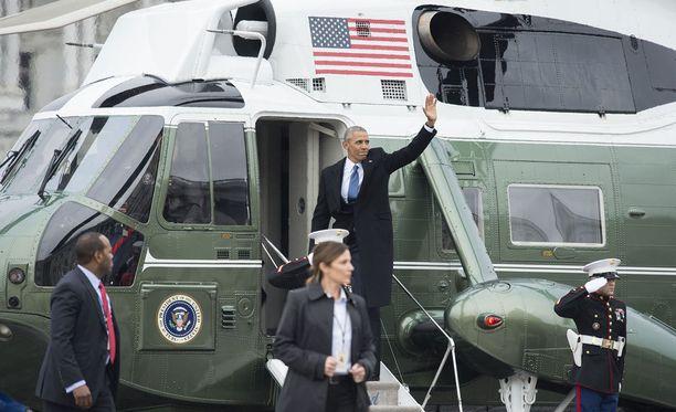Obama suuntasi heti koneeseen ja kohti Kaliforniaa.
