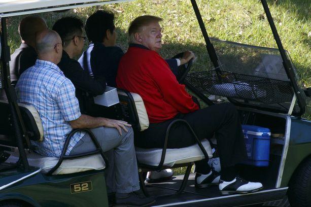 Trump on innokas golfaaja. Kesäkuussa hän golfasi Japanissa pääministerin Shinzo Aben kanssa.