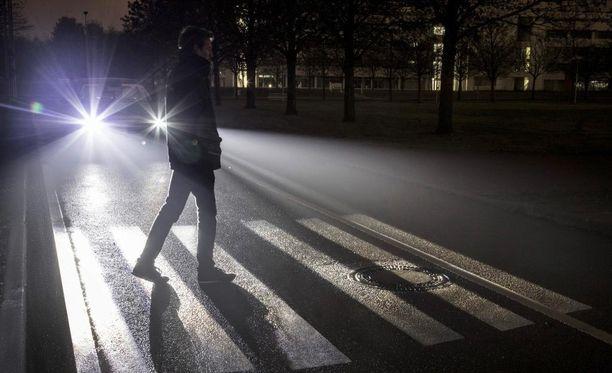 Uusilla HD-ajovaloilla voidaan viestiä muiden autoilijoiden sekä jalankulkijoiden kanssa.