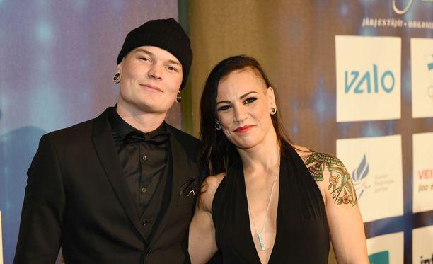 Eva Wahlströmillä ja Niklas Räsäsellä on molemmilla tänään edessä kova matsi Hartwall-areenan nyrkkeilyillassa.