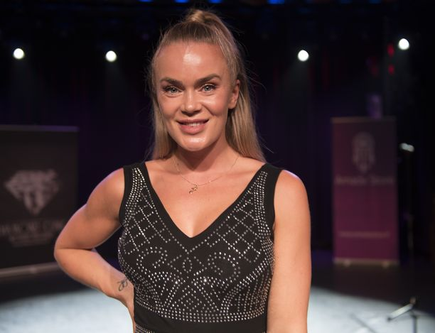 Miss Helsinki-kisan luotsaaja Rosanna Kulju erosi Tofesta kesällä 2018.