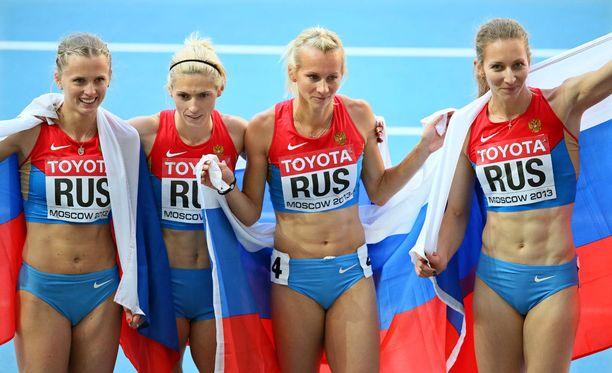 Tatjana Firova (oik.) voitti naisten pitkän viestin MM-kultaa 2013 Moskovassa.