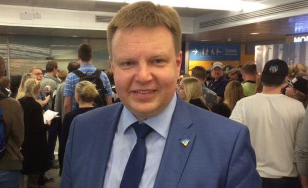 Harri Nummela saapui eilen Moskovasta samalla koneella Leijonien kanssa.
