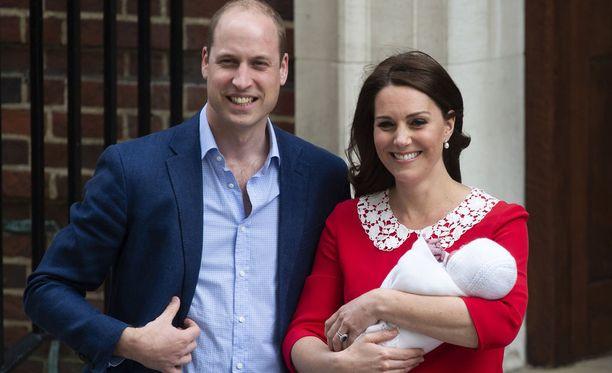 Prinssi William ja herttuatar Catherine saivat maanantaina kolmannen lapsensa, joka on kruununperimysjärjestyksessä viides.