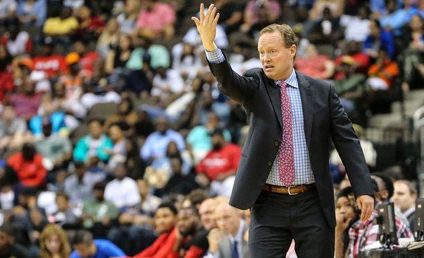Mike Budenholzer johdatti Atlanta Hawksin viime keväänä konferenssifinaaliin.