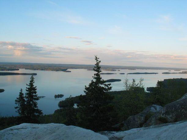 Suomessa on tällä hetkellä 156 valtioneuvoston periaatepäätöksellä vahvistettua valtakunnallisesti arvokasta maisema-aluetta.