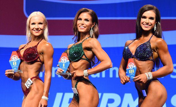 Noora Paukku (kesk.) oli ykkönen omassa pituusluokassaan. Nelli Pietilä (vas.) oli toinen ja Rosa Avila kolmas.