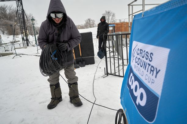 Minkä putiikin väki vetelee tv-piuhoja tulevaisuudessa hiihdon Suomen cupissa? Kuvituskuva.