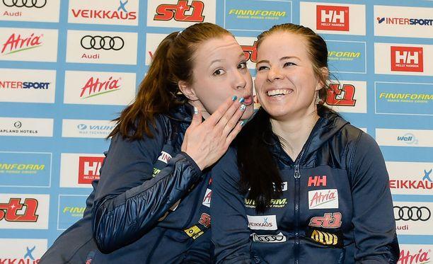 Kerttu Niskanen ja Krista Pärmäkoski nousivat Holmenkollenin palkintopallille.