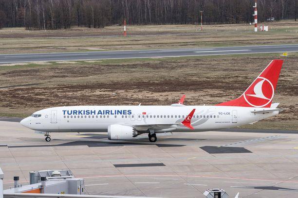 Turkish Airlinesin kone Köln-Bonnin lentokentällä Saksassa.