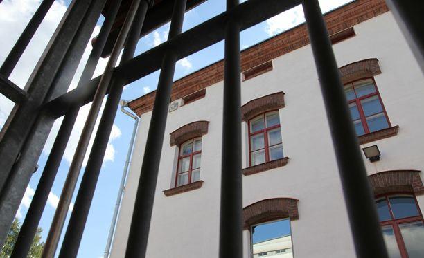 Mikkelin vankilan henkilökunnassa koetaan syvää epäluottamusta talon johtoa kohtaan.