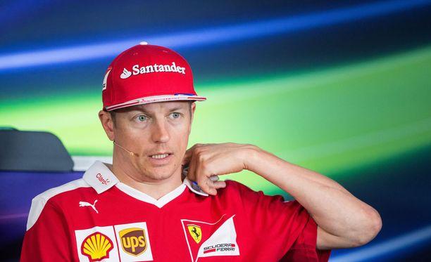 Kimi Räikkönen ei oikein välittäisi jokavuotisesta sopimusspekulaatiosta. Vastaukset ovat sen mukaisia.