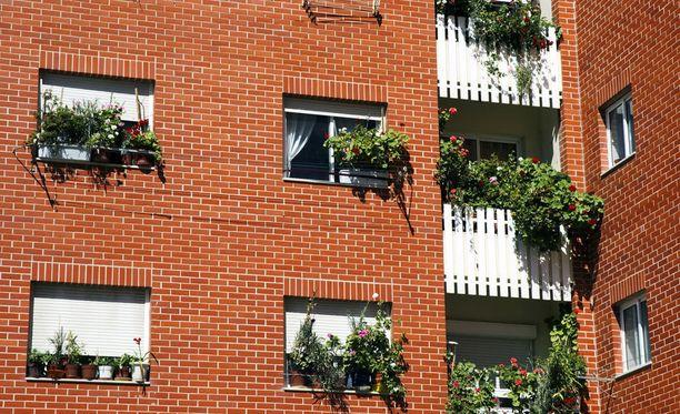 Naapureihin kannattaa tutustua, jotta erimielisyyksistä selvitään paremmin. Pihatalkoot tai yhteinen vintin siivous voi olla hyvä tapa tutustua ympärillä asuviin.