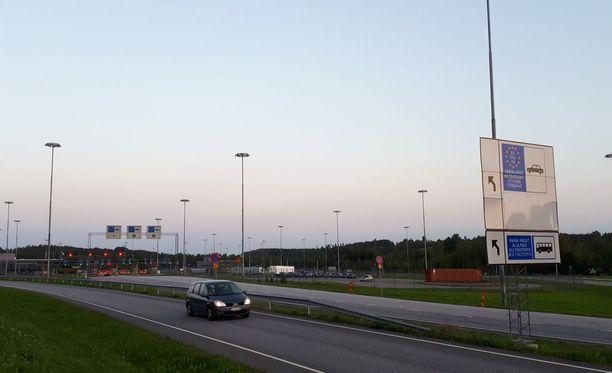 4. syyskuuta voimaan tullut laki rajoittaa rahoitusyhtiöiden omistamien ulkomaisten autojen pääsyä Venäjälle.