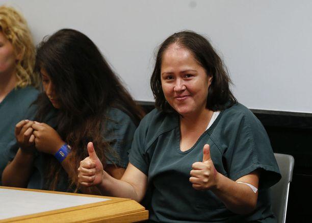 Martinez käyttäytyi oikeusistunnossa kummallisesti ja hymyili valokuvaajille. Hän väittää olevansa syytön.