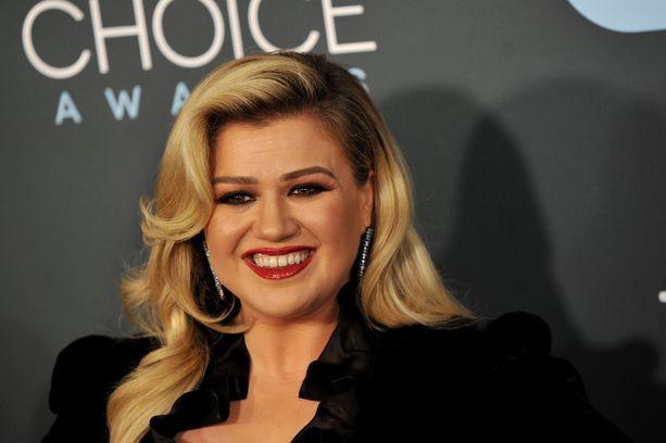 Laulaja vetää tällä hetkellä myös omaa The Kelly Clarkson Show -nimistä ohjelmaa.