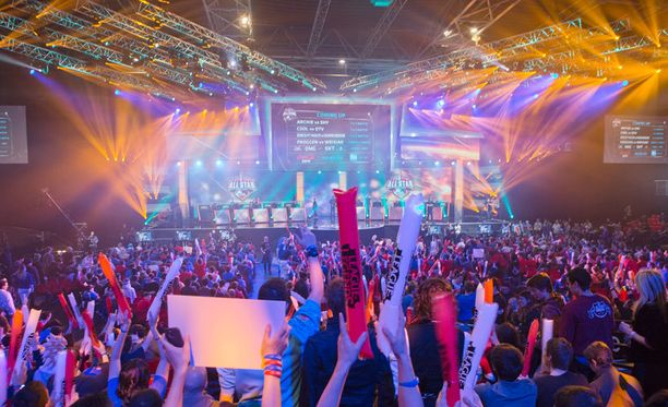 Kilpapeli League of Legendsin huippupelaajien ottelu Pariisissa kesällä 2014.