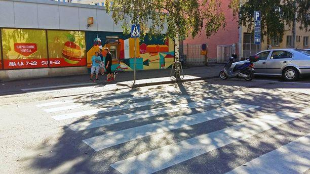 Välikohtaus sattui tämän suojatien vieressä Helsingin Kotkankadulla.