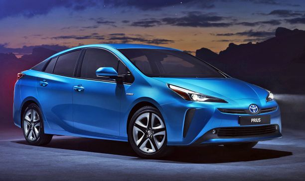 Uuden Prius-mallin keula on aiempaan vauhdikkaampi, mutta ennen kaikkea: auto on nyt nelivetoinen.
