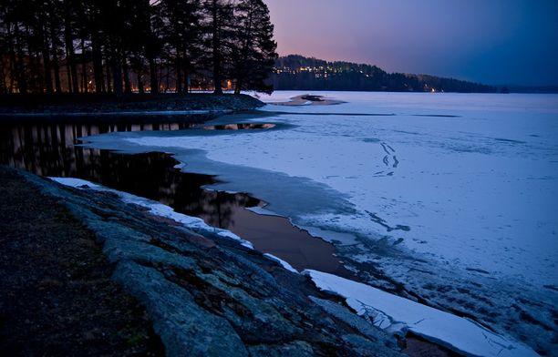 Onnettomuus tapahtui Vääksyn kanavan eteläpuolella Vesijärvellä.
