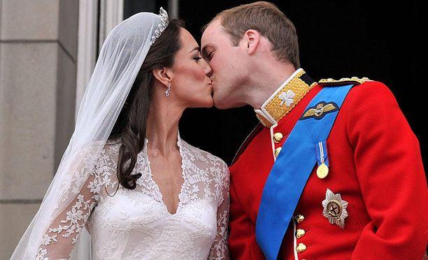 Prinssi William ja herttuatar Catherine ovat olleet yhdessä jo vuosia. Pariskunnalla on kolme yhteistä lasta.