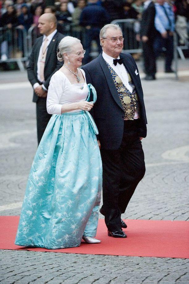Tanskan kuningatar Margareeta saapuu ilman puolisoaan, prinssi Henrikiä.