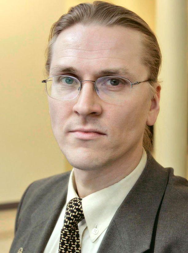 Keskusrikospoliisi ei ole kertonut, onko sillä jo epäiltyjä pankkien palveluestohyökkäyksissä. F-Securen Mikko Hyppönen totesi MTV:lle, että hyökkäysten taustalla on suomalaisteinejä.