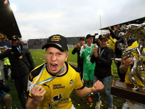 KuPS muistutti HJK:ta, että kuopiolaiset olivat ne, jotka pääsivät juhlimaan Veikkausliigan mestaruutta kauden päätteeksi. Kuvassa ilkamoi KuPS:in Tommy Jyry.