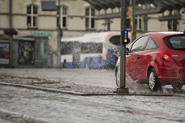 Keskiviikon aikana Suomen itäosissa voi sataa jopa 50 millimetriä.