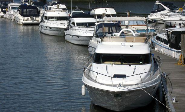 Rekisteröintivelvollisuus koskee runkopituudeltaan vähintään 5,5 metriä pitkiä purje- tai moottoriveneitä.