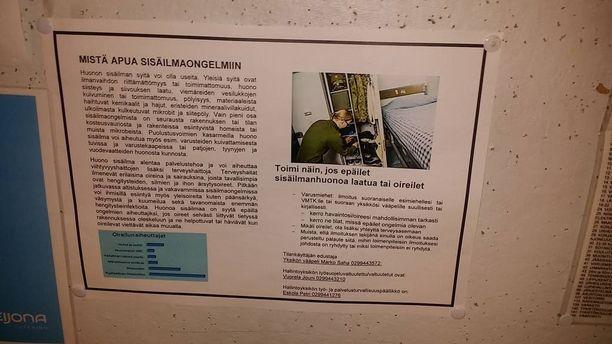 Tällaisia sisäilmaohjeita on laitettu varuskuntien ilmoitustauluille ympäri Suomea. Mukana on taulukko, joka on kuvitteellinen esimerkki, mutta taulukon kuvitteellisuutta ei tuoda esille.