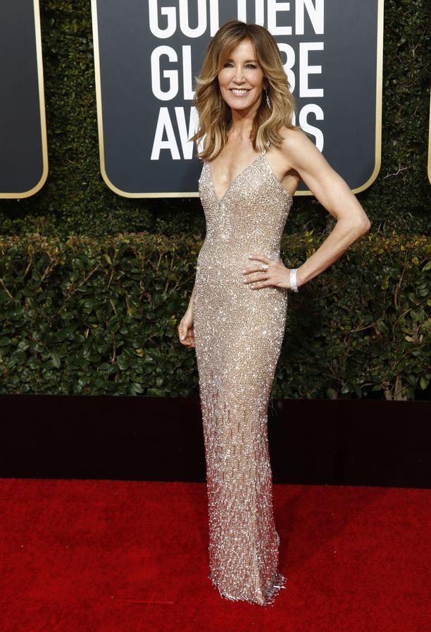 Näyttelijä Felicity Huffman, 56, edusti tyylikkäänä Golden Globe -gaalassa.