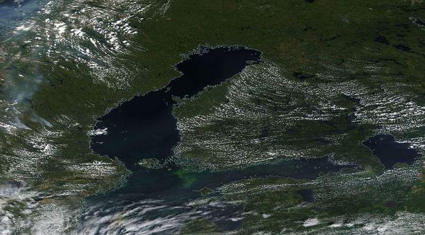 Tältä Itämerellä näytti eilen Nasan satelliittikuvissa.