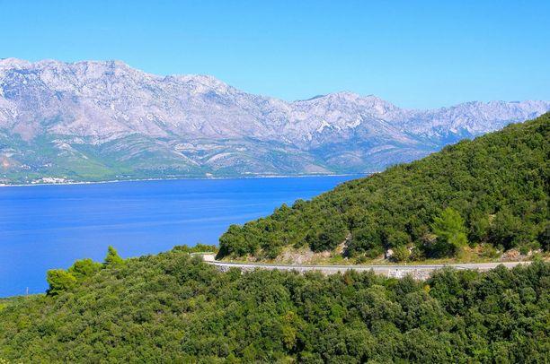 Kroatian maisemiin on helppo tutustua auton ratissa.