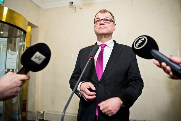Keskustan eduskuntaryhmä on kutsuttu hätäkokoukseen pääministeri Juha Sipilän virka-asunnolle Kesärantaan tiistaiksi. Arkistokuva.