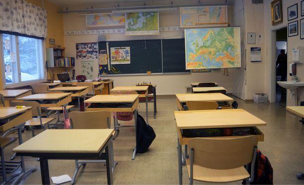 Espoo perusteli vuodesta toiseen jatkuneita määräaikaisuuksia sillä, ettei opetuksen kysyntä ole vakiintunut. Hallinto-oikeus ei tätä perustelua kuitenkaan hyväksynyt.